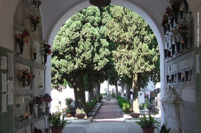Napoli, per il ponte di Ognissanti i cimiteri resteranno aperti